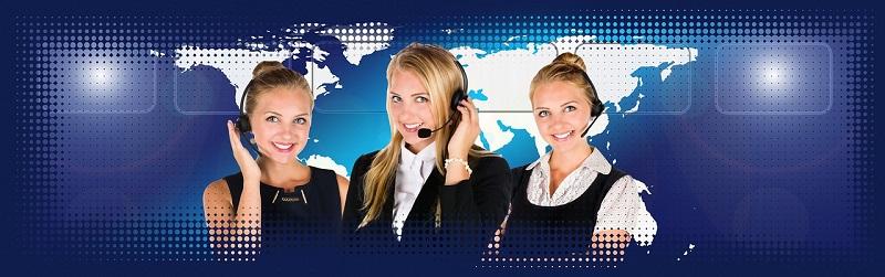 Telefonistinnen beim Telefonieren über VoIP (All-IP)
